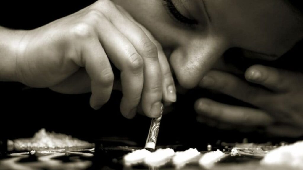 مخدر الكوكايين ما هو وما هي أنواعه وفوائده وأضراره